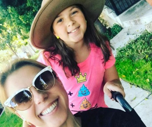 Jodie Sweetin enjoys outing with daughter after injury