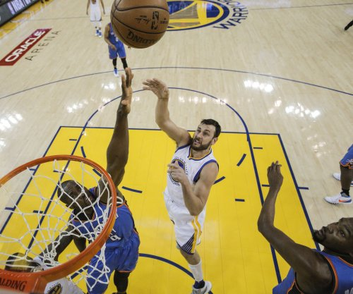 Los Angeles Lakers agree to deal with free agent center Andrew Bogut
