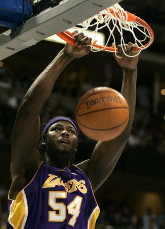Kwame Brown signs with NBA's Bobcats