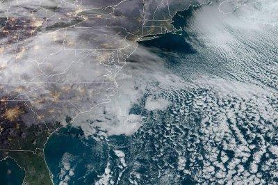 用于积累雪的机会增加在12月风暴织机