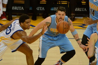 Denver Nuggets re-sign Mike Miller