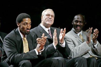 Chicago Bulls icons Michael Jordan, Scottie Pippen team up at hoops camp