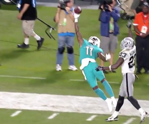 DeVante Parker makes crazy catch in final minutes of Miami Dolphins loss