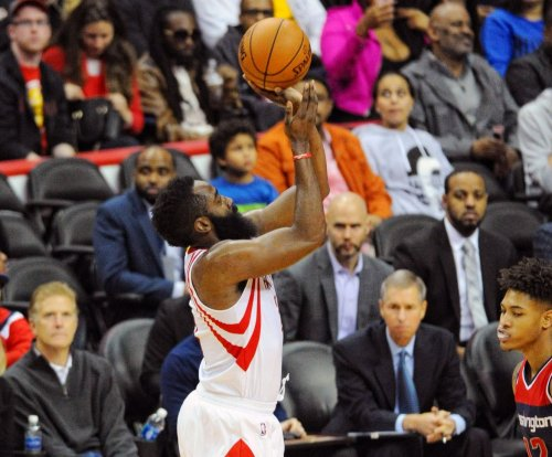 Houston Rockets clip Milwaukee Bucks for 13th straight win