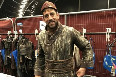 Packers' Aaron Rodgers makes 'Game of Thrones' cameo, runs from dragon
