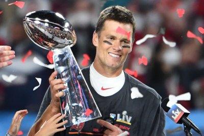 Bucs QB Tom Brady to have off-season knee surgery