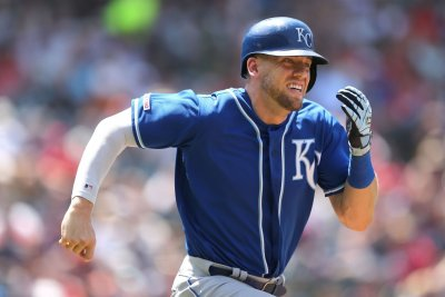 Kansas City Royals signing 3B Hunter Dozier to 4-year extension