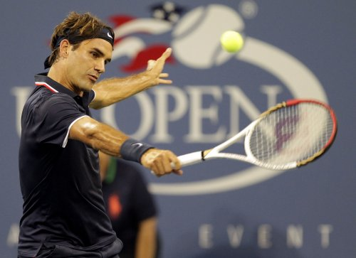 Federer reaches semifinals at Swiss Indoors