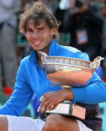 Nadal heads to third round in Shanghai