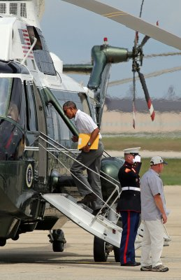 Obama leaves for Camp David