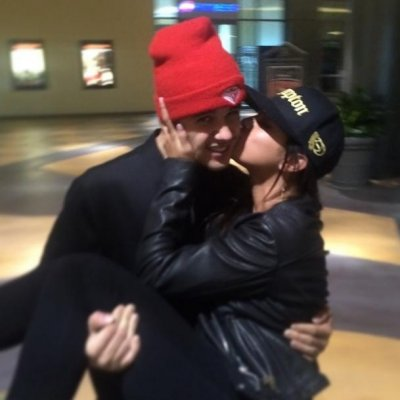 Justin Bieber shares, deletes photo of kiss with Selena Gomez