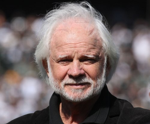 Former Raiders quarterback Ken Stabler dies at 69