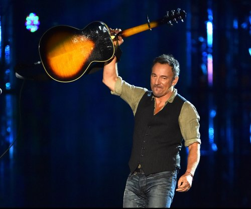 Bruce Springsteen plays surprise set in Jersey Shore bar