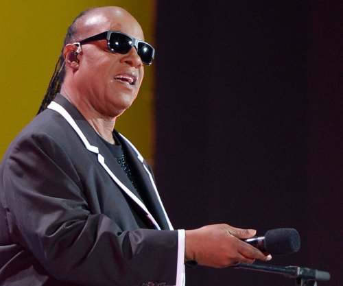 Stevie Wonder serenades James Corden's wife on 'Late Late Show'