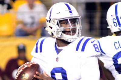 QB Phillip Walker re-signs with Indianapolis Colts