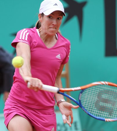 Henin moves to UNICEF semis