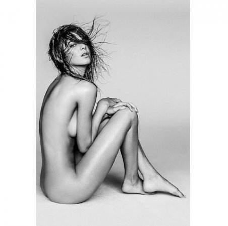 Kendall Jenner appears completely nude in new photo spread