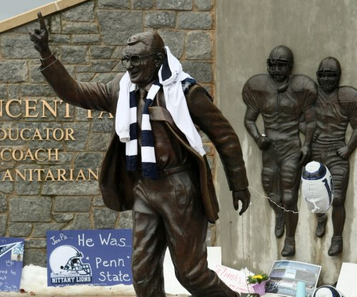 Poll: Pennsylvanians want Joe Paterno statue back