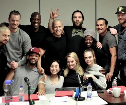 Margot Robbie and 'Suicide Squad' cast pose together in new photo