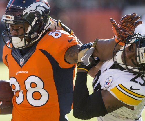 Peyton Manning, Denver Broncos drive past Pittsburgh Steelers