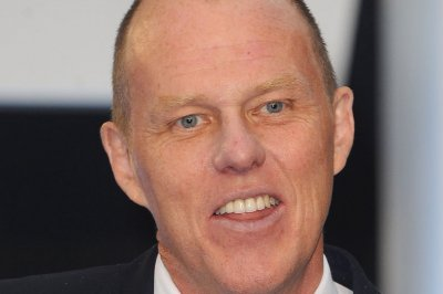 Brian Helgeland to write, direct 'Button Man' movie for Netflix