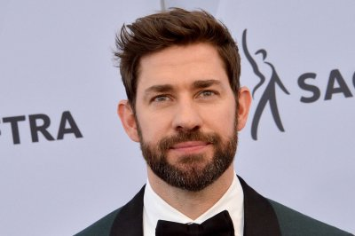 'The Office' co-stars John Krasinski, Jenna Fischer trade taunts over Stanley Cup Final