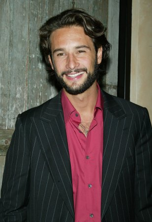 Santoro to co-star with Carrey in 'Morris'