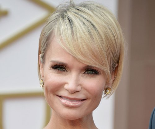 Kristin Chenoweth and Alan Cumming to host the 2015 Tony Awards ceremony