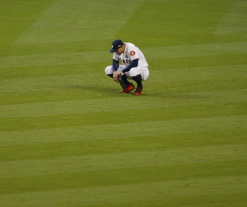 Royals stage rally to even ALDS