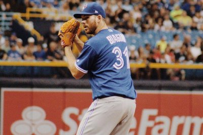 Toronto Blue Jays bullpen teams up for 2-1 victory over Tampa Bay Rays