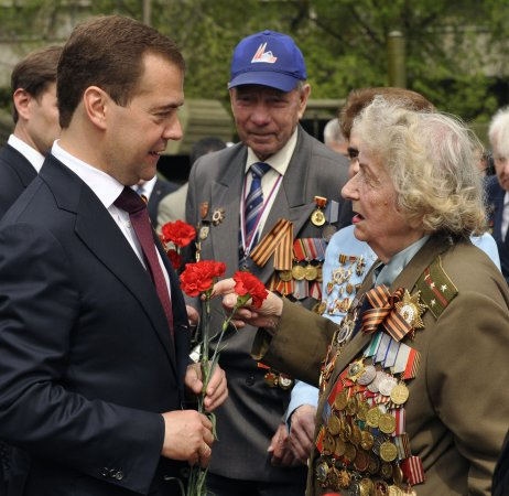 Medvedev, Putin attend Victory Day parade