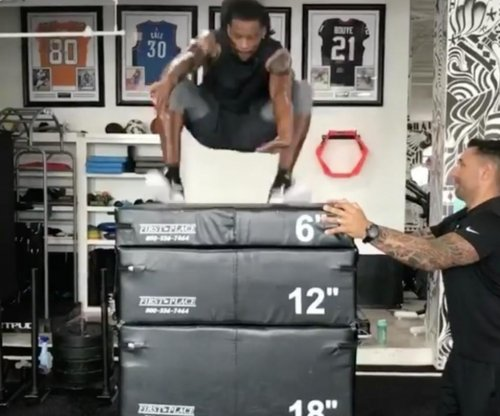 Jacksonville Jaguars CB A.J. Bouye makes 5-foot box jump
