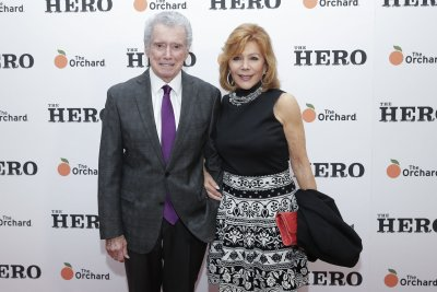 Kelly Ripa, Kathie Lee Gifford pay tribute to late co-host Regis Philbin
