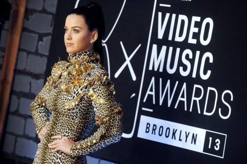 Katy Perry's 'Roar' ends 12-week reign of 'Blurred Lines'