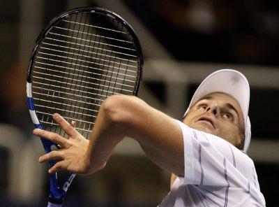 Roddick reaches second round in Memphis