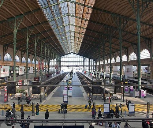 Paris train station reopens after security scare
