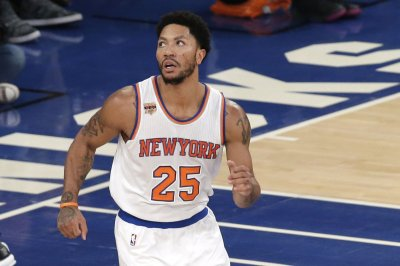 New York Knicks attempting sign-and-trade involving guard Derrick Rose