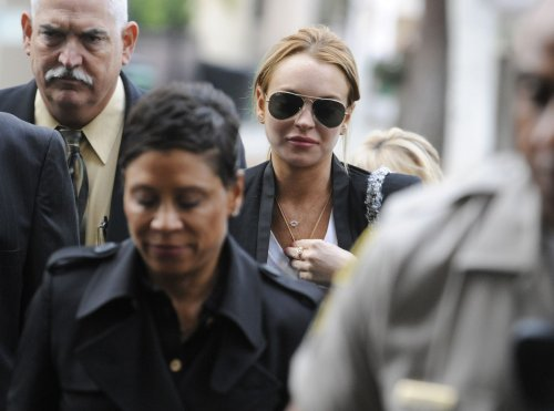 Judge orders more rehab for Lohan