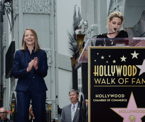 Jodie Foster receives star on Hollywood Walk of Fame, Kristen Stewart speaks