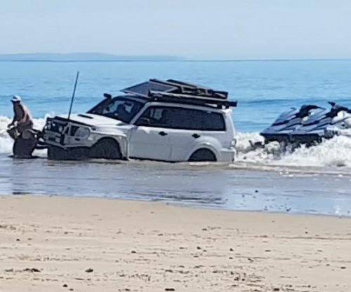 Recovery of SUV stranded in surf becomes 'comedy of errors'