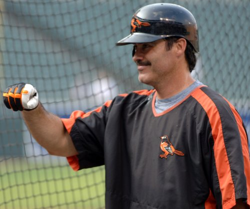 Rafael Palmeiro clobbers homer in Texas Independent League game -- at 53