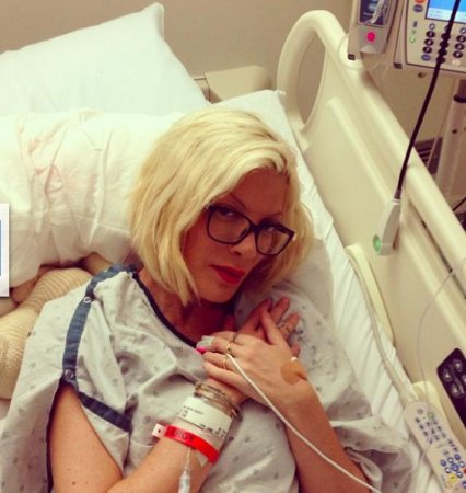 "Tori Spelling shares photo from the hospital: ""1 Person Will Never Be There 4 Me"""