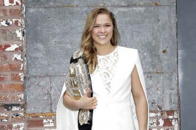 Ronda Rousey pokes at Floyd Mayweather's rep: we wouldn't fight 'unless we ended up dating'