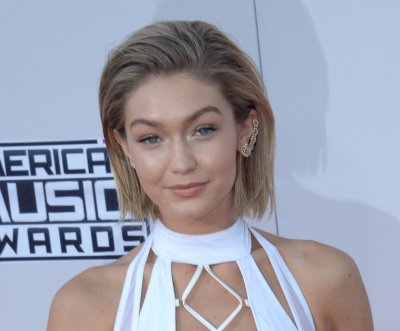 Gigi Hadid, Zayn Malik hold hands amid dating rumors