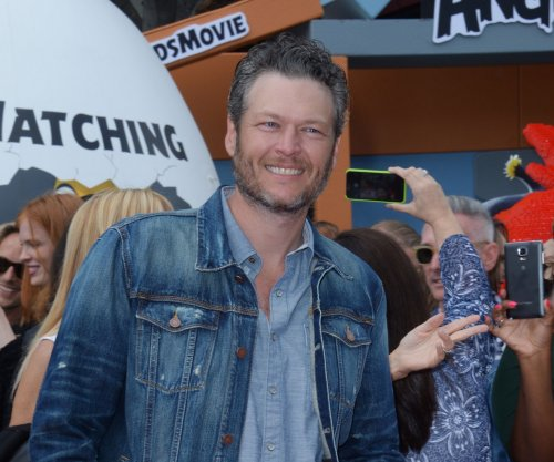 Blake Shelton, Gwen Stefani debut 'Go Ahead And Break My Heart'