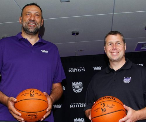 Sacramento Kings extend GM Vlade Divac's contract, pick up option on Dave Joerger