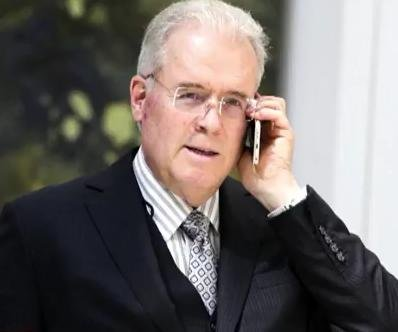 Billionaire GOP donor Mercer to leave firm, sell stake in Breitbart