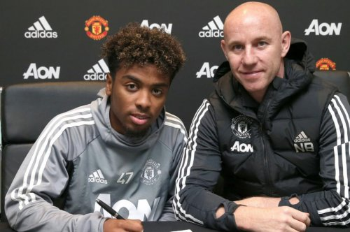 Angel Gomes: Manchester United signs 17-year-old forward to first contract