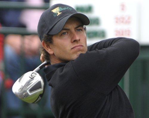 Scott retains Singapore Open lead