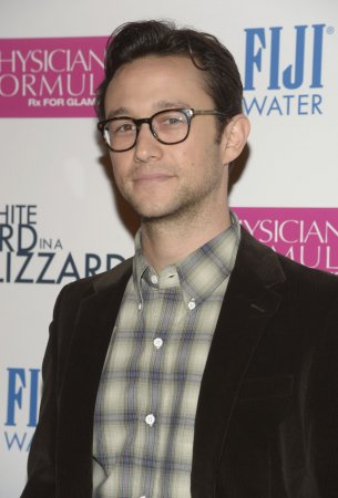 Joseph Gordon-Levitt to play Edward Snowden in Oliver Stone film